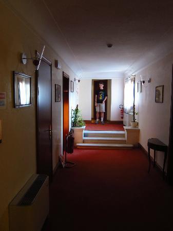 San Sebastiano Garden Hotel: 3rd floor hallway
