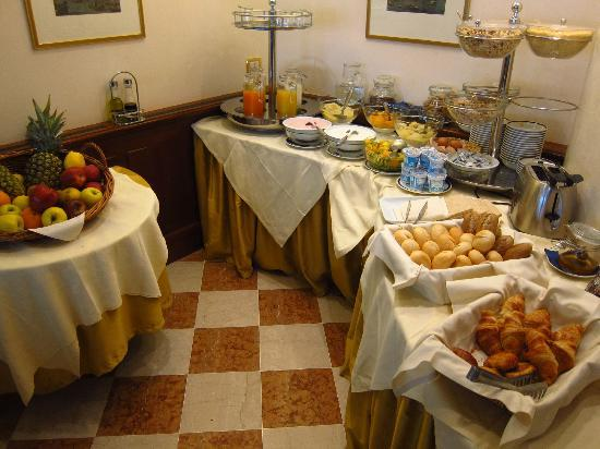 San Sebastiano Garden Hotel: Breakfast buffet