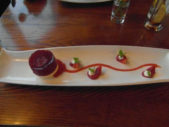 The General Burgoyne: strawberry and clotted cream pud