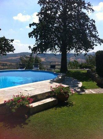 Hotel Villa Clodia: giardino terrazzato con piscina e vista