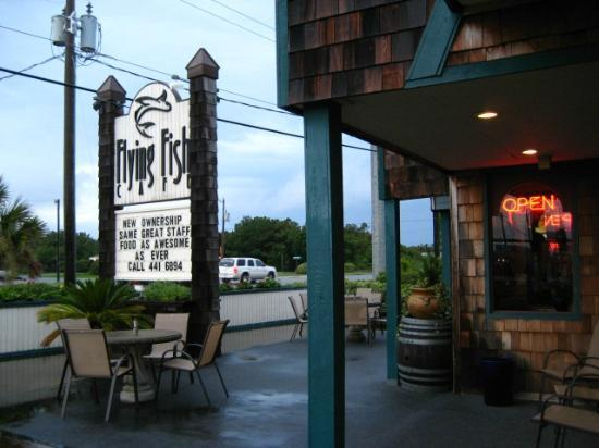 Flying Fish Cafe & Wine Bar: Front of the cafe