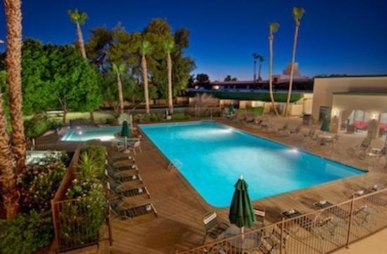 Days Inn & Suites Scottsdale North: Pool from 2nd floor room