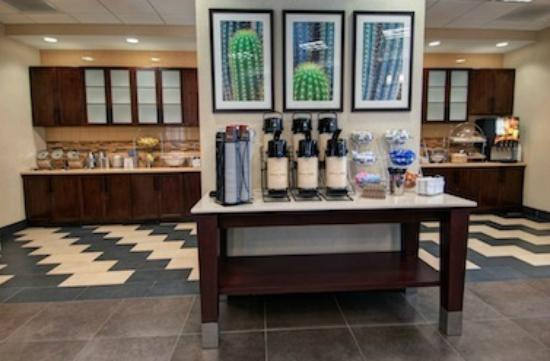 Days Inn & Suites Scottsdale North: 24 Hour Coffee