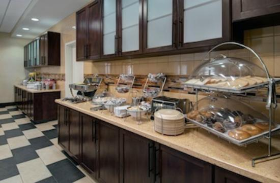 Days Inn & Suites Scottsdale North: Complimentary Breakast Daily
