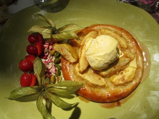 Le Vieux Moulin : a beautiful dessert on a gorgeous green plate.