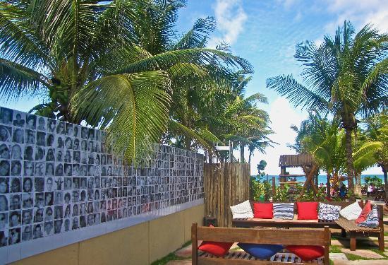 Barraca do Loro: Painel de Bel Borba: fotos em azulejos.
