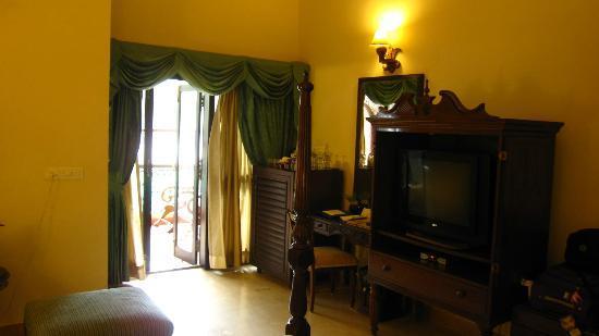 Casa Severina: Minibar and Balcony