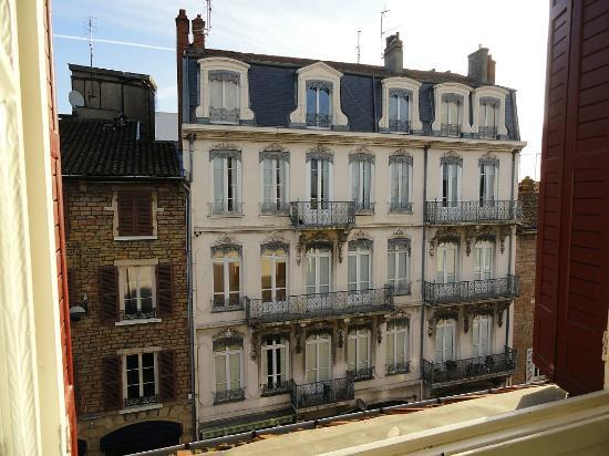 view from window bild fr n brit hotel macon centre gare macon tripadvisor. Black Bedroom Furniture Sets. Home Design Ideas