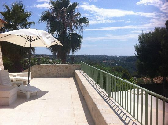 La Bergerie: la terrasse devant la chambre n°1