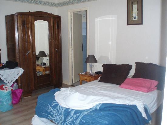 Manoir de la Grande Mettrie : vue de l'entrée de la chambre
