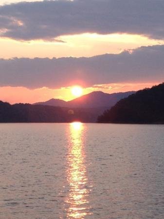 Fontana Village Resort: sunset on Fontana Lake
