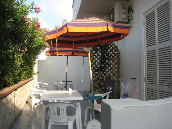 Hotel La Mandorla: l'esterno delle camere
