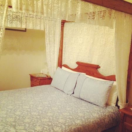 Seaview Lodge Hotel: il romantico letto a baldacchino