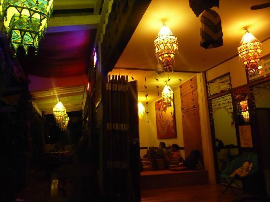 Lanta Lantern Guest House : front porch area