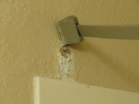 Super 8 Chadron: Shower rod falling down