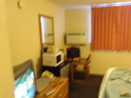 Super 8 Chadron NE: cramped, useless table. very small room!