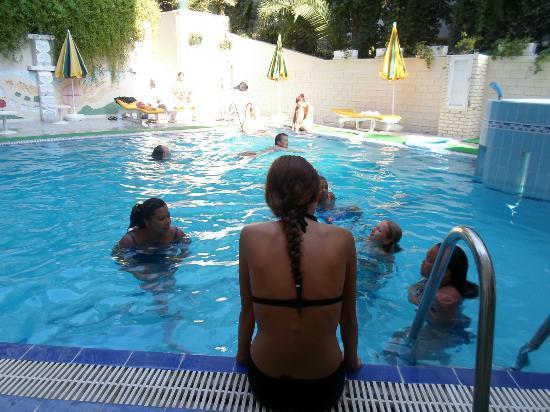 Saturn Hotel: Zwembad klei maar knus