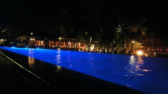 One&Only Reethi Rah : главный бассейн в отеле