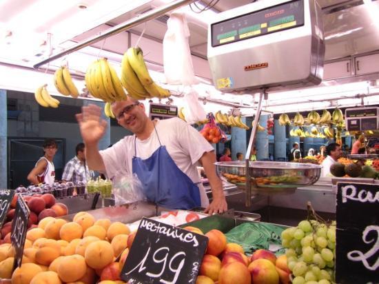 A Taste of Spain : Boqueria best fruit stall!