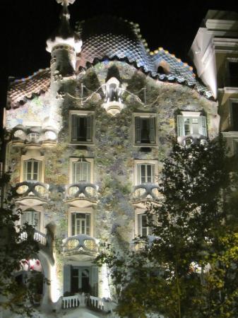 A Taste of Spain : Casa Batllo at night