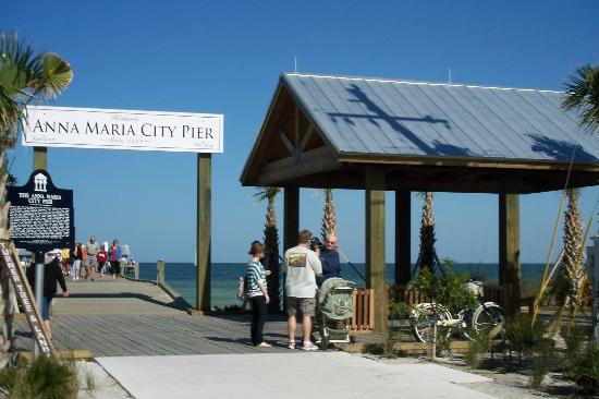 City Pier Restaurant: entrance to The City Pier