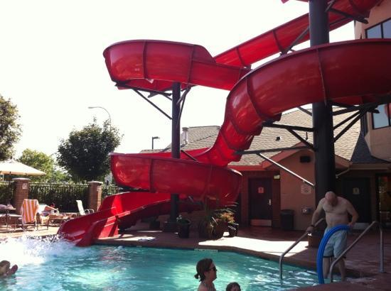 Fairfield Inn & Suites Kelowna: water slide