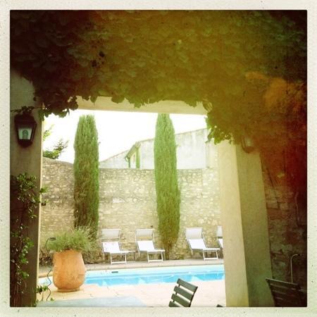 Villa Velleron : doorkijkje naar zwembad