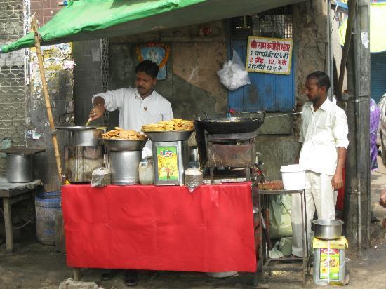 Hotel Tara Palace Chandni Chowk : street food nearby