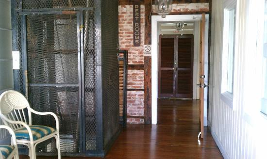 Club Comanche: Hallway & Very Cool Old Elevator (decorative only)
