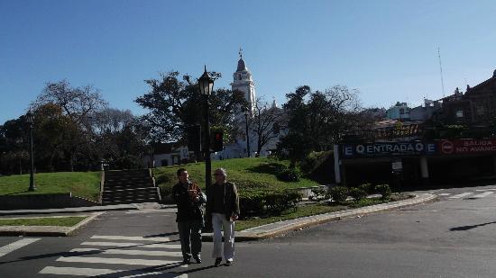 حي ريكوليتا الأثري: Vista parcial da Igreja e da Praça ao lado do cemitério 