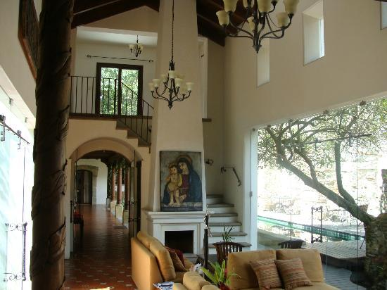 Hotel Cirilo: Lovely common area