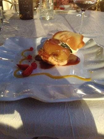 Restaurant gastronomique Les Saveurs : delices aux pommes facon tatin