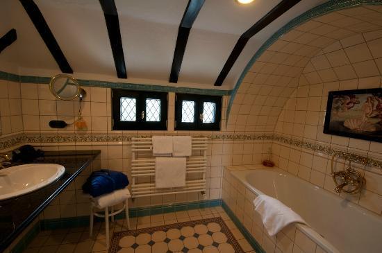 Castle Hotel Auf Schoenburg: Room 34 Bathroom