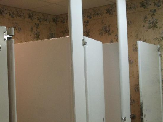 Inn at Mendenhall, an Ascend Collection Hotel: Bathroom In the Lobby Needs Updating