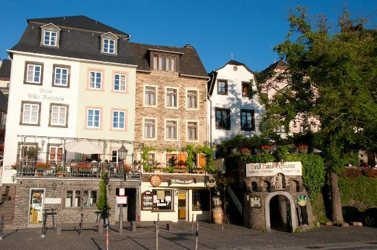 Hotel Haus Lipmann: View of the hotel from the road