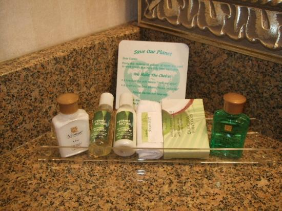 Inn at Mendenhall, an Ascend Collection Hotel: Comp Toilet Articles - Some Bath and Body Works