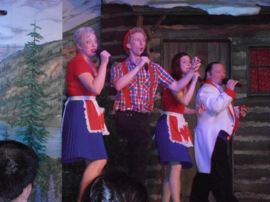 Oh Canada Eh? Dinner Show: The entertainers