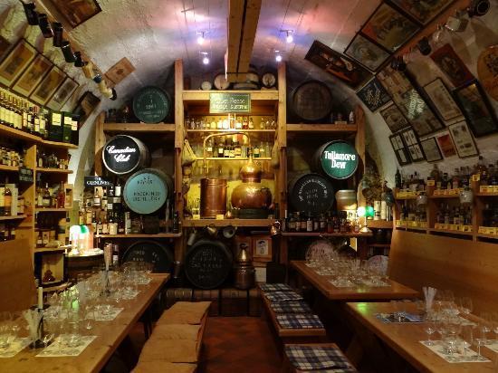 Kyrburg, Whisky-Museum und Restaurant: Whiskey Museum