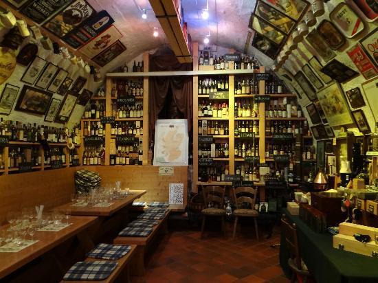 Kyrburg, Whisky-Museum und Restaurant: d