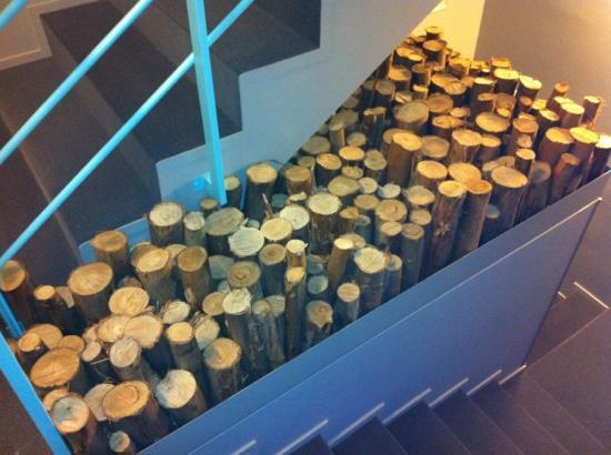 Tattva Design Hostel: escaleras