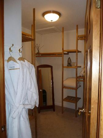 11th Avenue Bed and Breakfast: Odyssey Room Closet / Welcome Robes