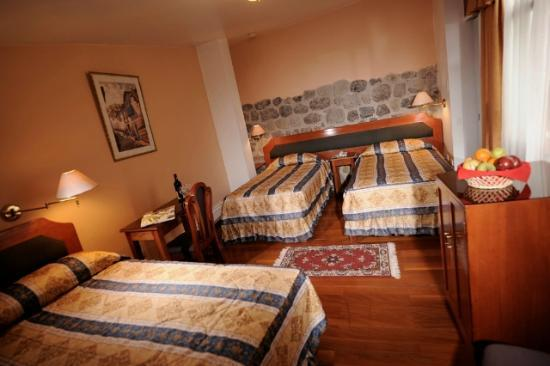 Del Prado Inn: Triple Room