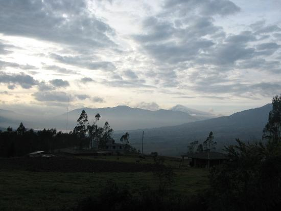 Ali Shungu Mountaintop Lodge: Volcan Cayambe in the morning