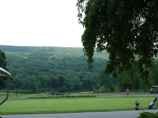 The Shawnee Inn and Golf Resort: Beautiful hills across the river