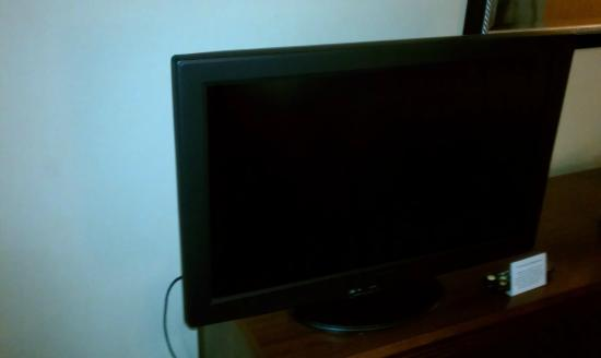 Quality Inn & Suites Valparaiso : Flat screen