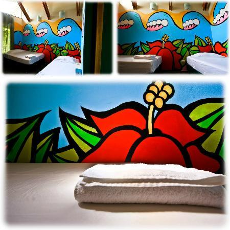 Paspartu CR Beach Hotel: Mural by Andrew Jacob