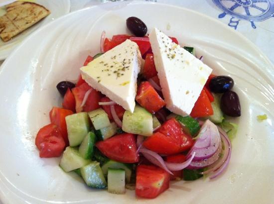Loukoumi taverna: Huge Greek salad