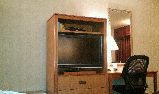 BEST WESTERN Angus Inn: Desk/TV Area