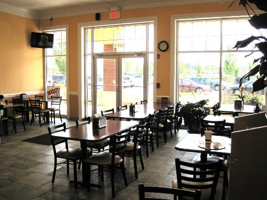 Nick's Pizza & Pasta : Lots of seating.
