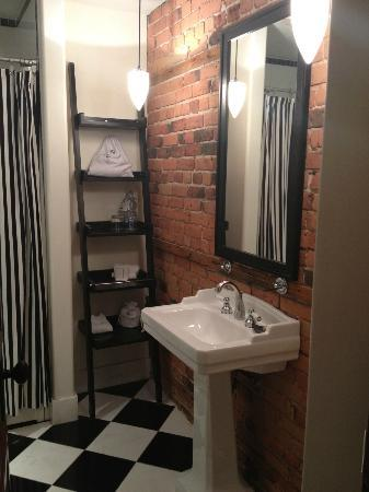 Le Place d'Armes Hotel & Suites: Bathroom